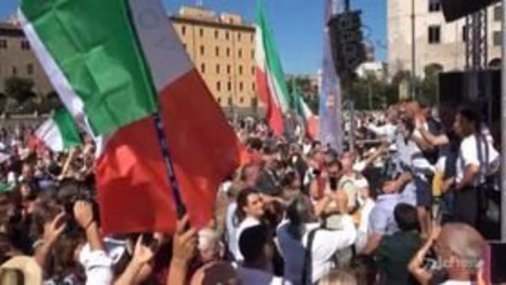 Roma: cori e tricolori alla manifestazione dei 'No Mask'
