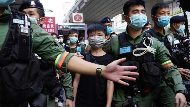 Hong Kong, proteste contro rinvio elezioni: almeno 90 arresti