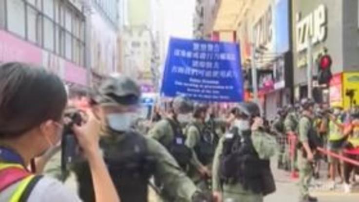 Hong Kong, proteste contro rinvio elezioni: quasi 300 arresti