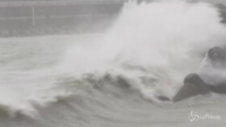 Il tifone Haishen colpisce la Sud Corea: strade allagate e palazzi danneggiati