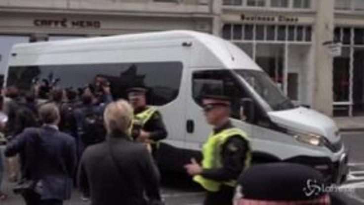 Julian Assange in tribunale a Londra, riparte processo per estradizione