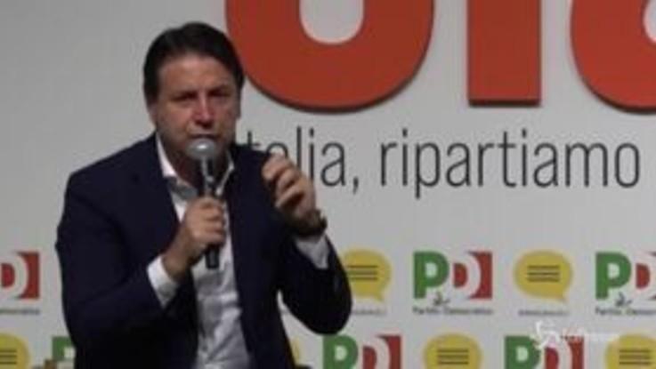 """Alitalia, Conte: """"Serve compagnia di bandiera forte, no un carrozzone di Stato"""""""