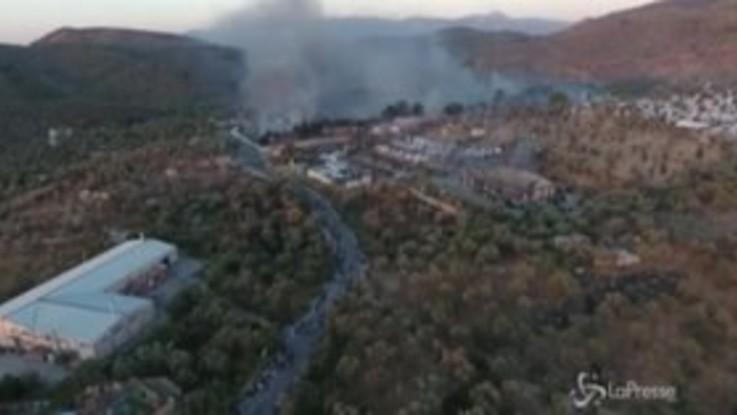 Grecia, a fuoco il campo migranti di Moria: le immagini dal drone