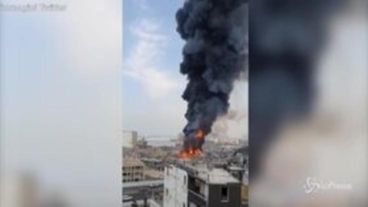 Libano, nuovo incendio a Beirut: le prime immagini dai social