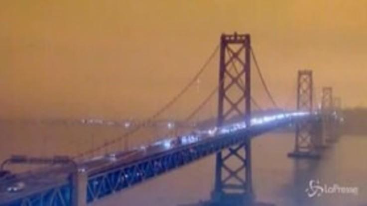 Incendi in California: il Golden Gate di San Francisco immerso in una nube arancione