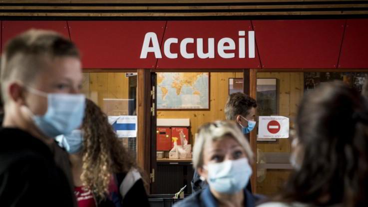 Coronavirus, boom di casi in Francia: allarme terapie intensive