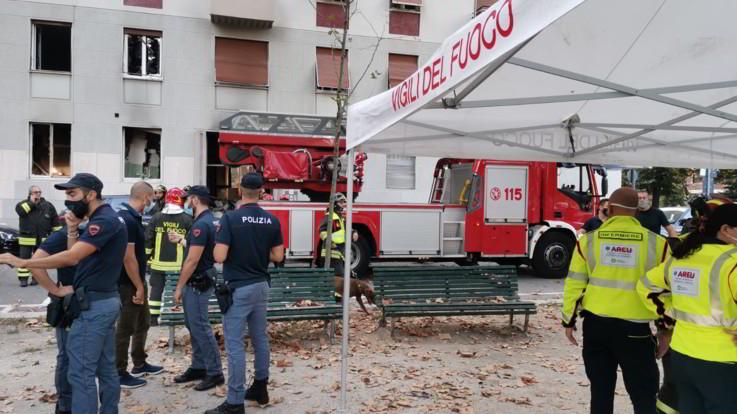 Milano, esplosione in un appartamento: diversi feriti
