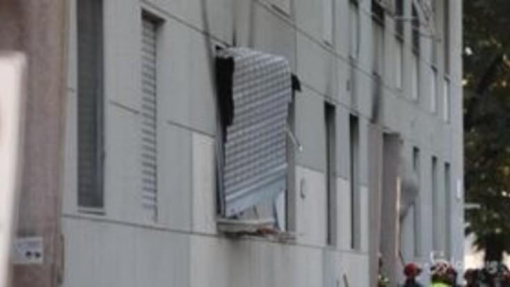 Milano, esplosione in condominio: le immagini sul luogo