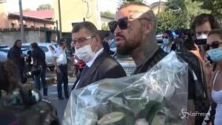 Funerali Willy: tenta di portare un mazzo di fiori, ultrà bloccato dalla polizia