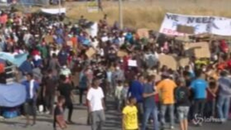 Lesbo, protesta degli sfollati del campo