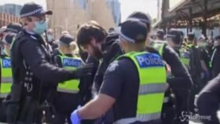 Australia, arresti durante le proteste contro il lockdown a Melbourne