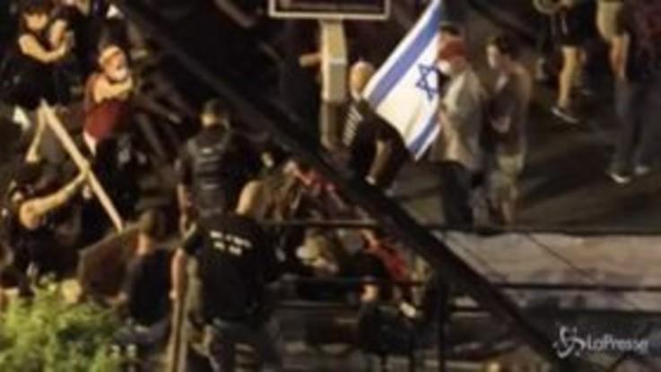 Gerusalemme, proteste contro Netanyahu: scontri e arresti