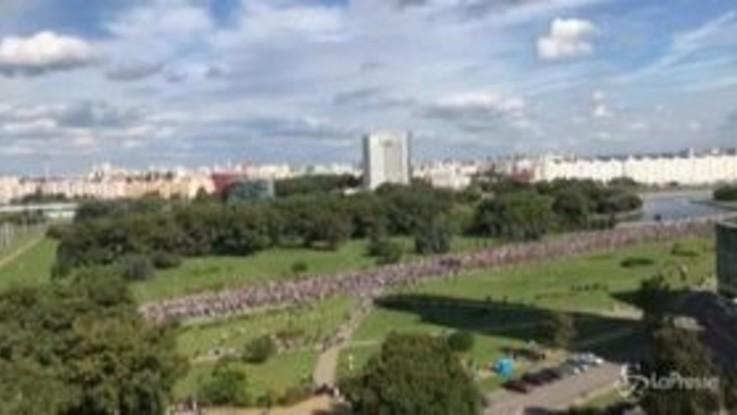 Bielorussia: decine di migliaia di manifestanti a Minsk contro Lukashenko