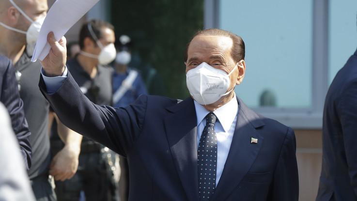 """Berlusconi dimesso dal San Raffaele: """"Prova più pericolosa della mia vita"""""""