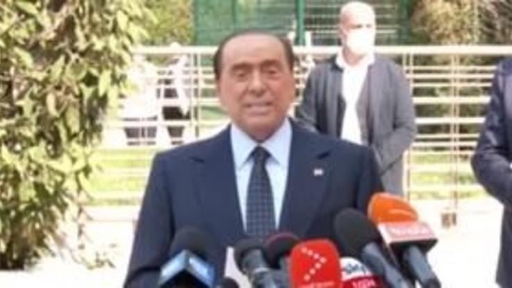 """Silvio Berlusconi dimesso dal San Raffaele: """"La prova più pericolosa delal mia vita"""""""