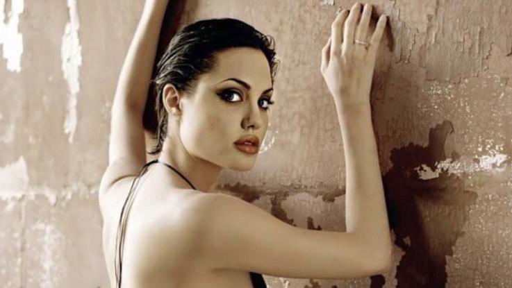 sexy-instagram, Angelina dichiara guerra (sexy) alla nuova fidanzata di Brad