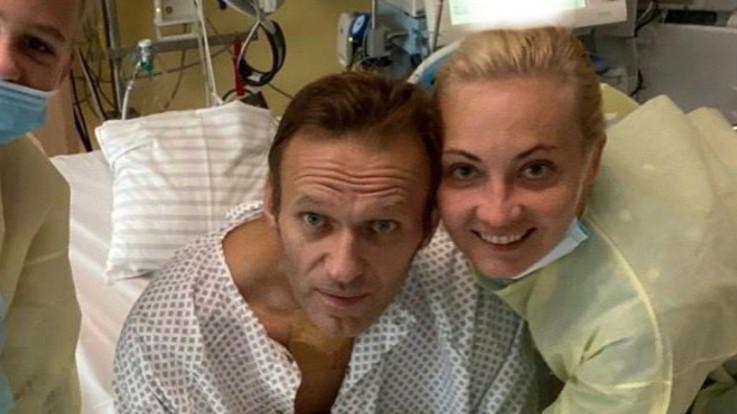 Navalny, prima foto su Instagram da ospedale: Respiro da solo