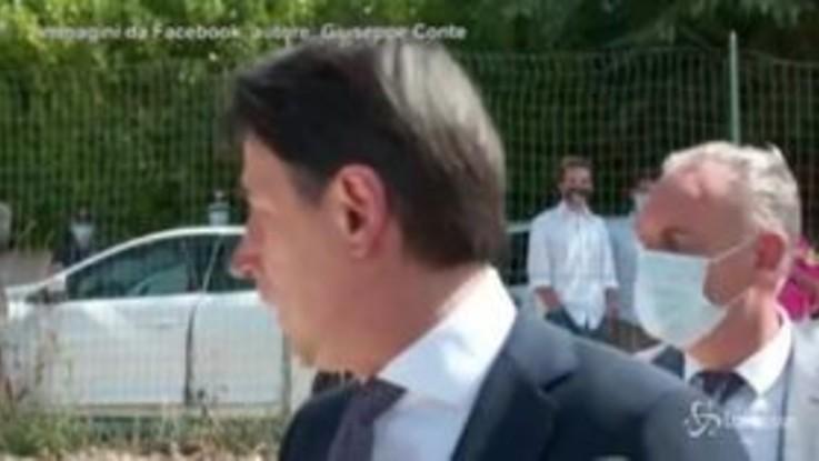 Conte a Norcia: lo disturbano mentre parla ai giornalisti, il premier si innervosisce