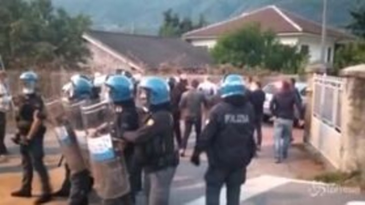 No Tav, tensioni con la polizia dopo l'arresto di Dana Lauriola