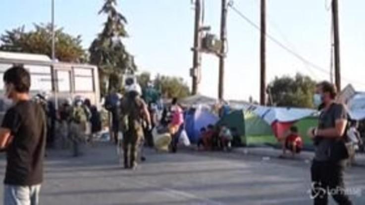 Lesbo, polizia trasferisce migranti nel nuovo campo
