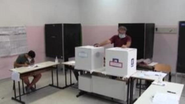 Election day: mascherine e igienizzanti, italiani al voto ai tempi del Covid
