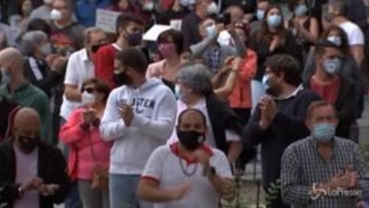 Coronavirus, proteste a Madrid contro il nuovo lockdown