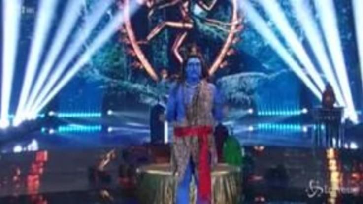 """Tv: Costantino Della Gherardesca dipinto di blu a """"Ballando con le Stelle"""""""