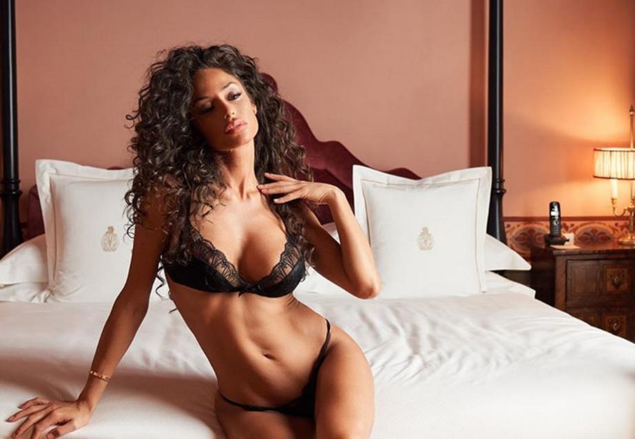 Raffaella Fico sexy spettacolo , sogna e fa sognare online