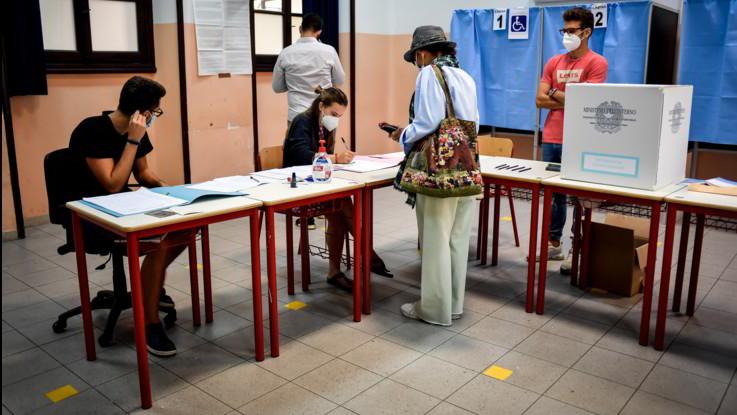 Elezioni, da Conte a Renzi: (quasi) tutti i big al voto. Affluenza al 40%
