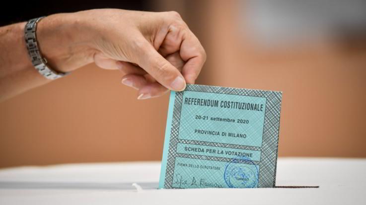 Elezioni, urne chiuse: testa a testa in Puglia e Toscana