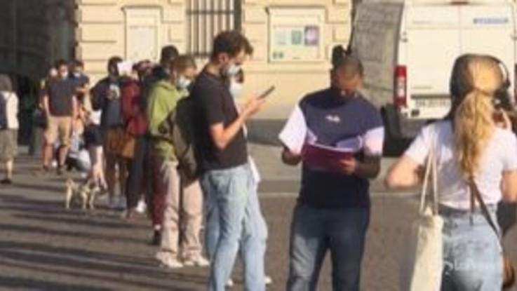 Coronavirus: picco contagi in Francia, code nei nuovi centri per tamponi