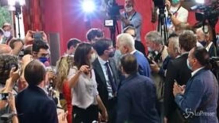 Toscana, Giani: applausi e abbracci al suo arrivo nella sede del Pd