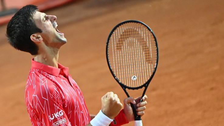 Internazionali d'Italia, Djokovic e Halep trionfano in finale. Dubbi su futuro a Roma
