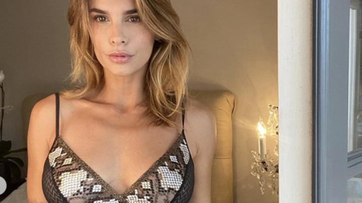 sexy-instagram, Metti una mattina la Canalis in intimo a letto