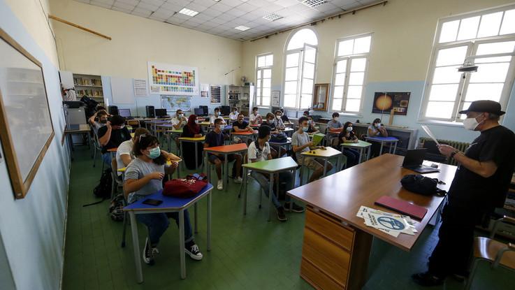 Primo giorno di scuola in 5 regioni, Azzolina: distribuite 135 milioni di mascherine