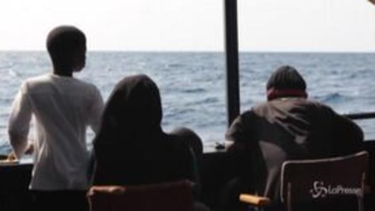 Alan Kurdi, ok allo sbarco in Sardegna: le immagini dalla nave