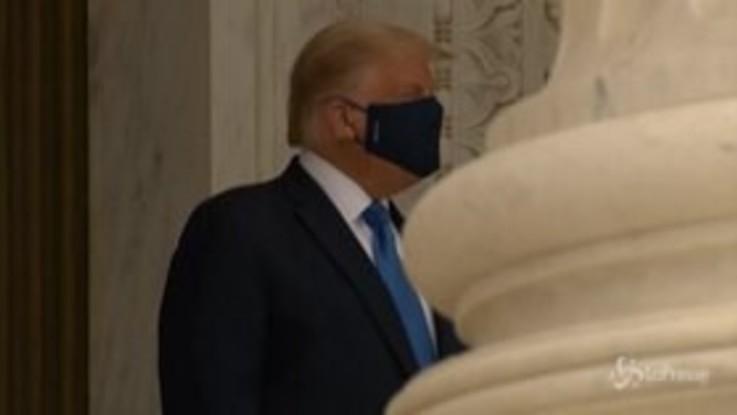 Usa: Trump fischiato alla camera ardente della giudice Ginsburg