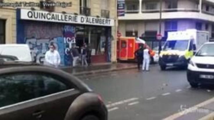 Parigi: attentato vicino a ex sede Charlie Hebdo, il video subito dopo l'aggressione