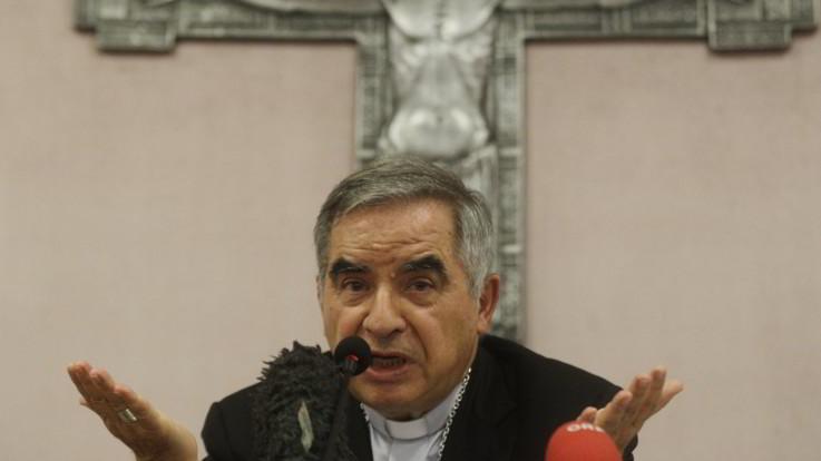 """Il cardinal Becciu si difende: """"L'accusa di peculato? Surreale. Ho fiducia nel Papa"""""""