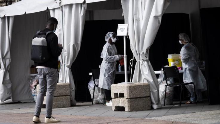 In Francia superati 500mila casi da inizio pandemia: oltre 15mila in 24 ore