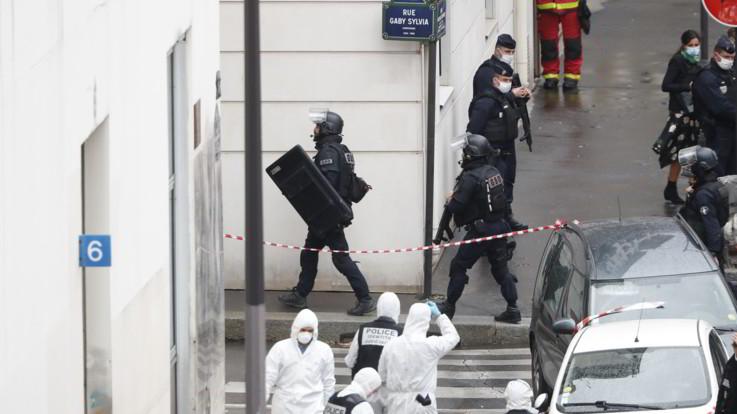 """Parigi, l'aggressore confessa: """"Ho agito per le vignette di Maometto"""""""