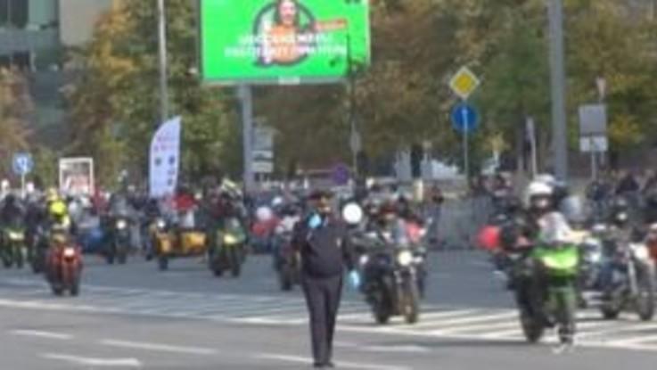 Mosca, parata di motocicilisti per celebrare la fine dell'estate
