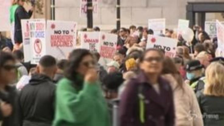 Londra, in migliaia in piazza contro il lockdown