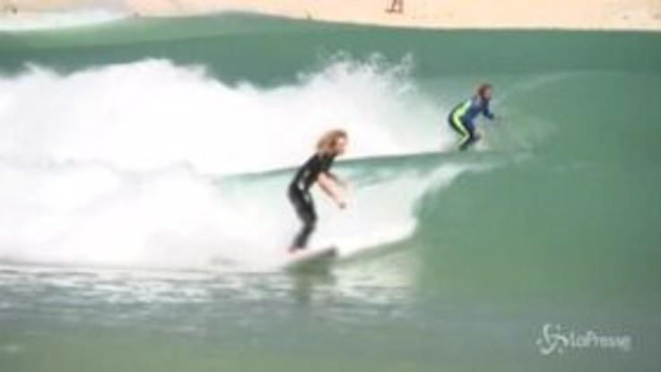 In Australia la macchina che crea onde per fare surf