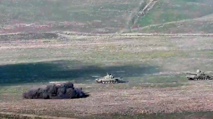 """Armenia e Azerbaigian sull'orlo della guerra. Ue e Russia: """"Stop a violenze"""""""