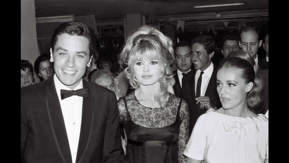 1965 - l'attrice Brigitte Bardot con Alain Delon e Jeanne Moreau in Messico ©