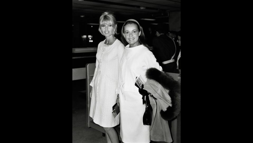 L'attrice Brigitte Bardot con Jeanne Moreau nel 1965 ©