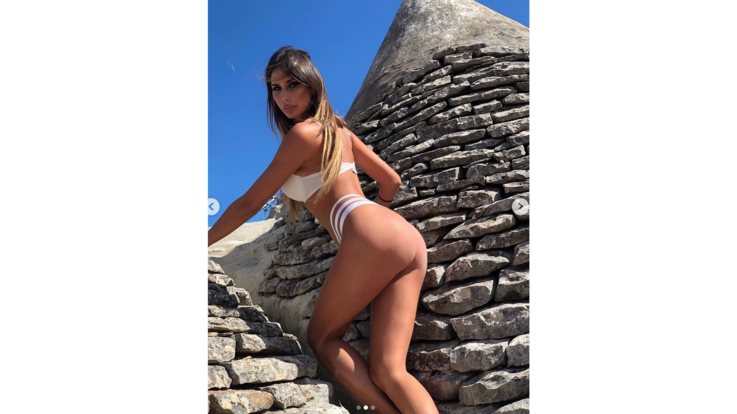 sexy-instagram, Sarah Altobello sblandata sui trulli