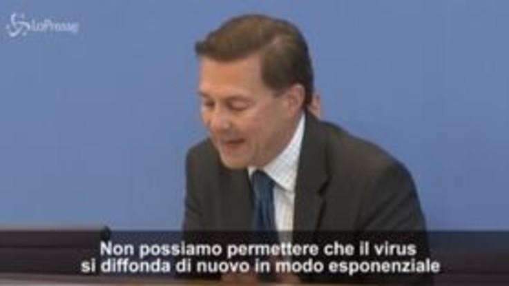 """Covid, il portavoce della Merkel: """"Aumento contagi ci preoccupa"""""""
