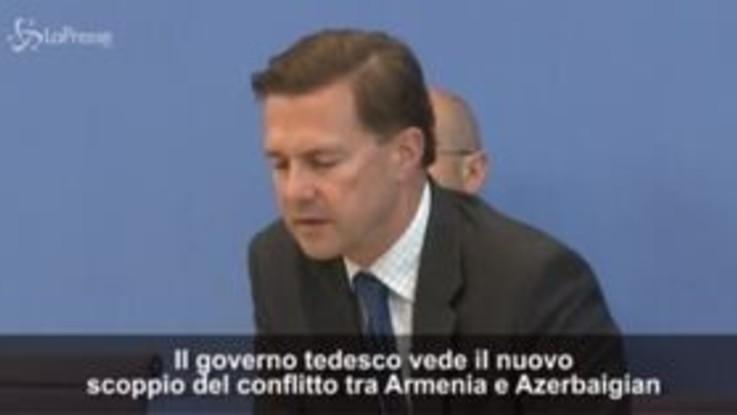 """Scontri Armenia-Azerbaigian, il portavoce della Merkel: """"Cessate il fuoco e negoziate"""""""